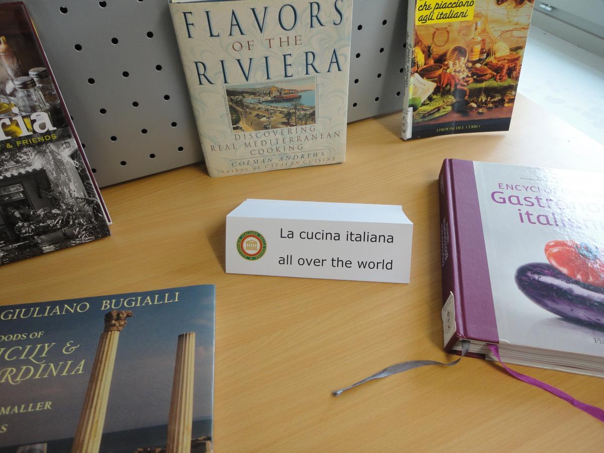 questo spazio sono proposti ricettari in lingue straniere inglese francese portoghese tedesco sia sulla cucina italiana sia sulle cucine regionali