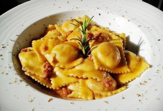 Alla scoperta dei piatti tipici nei ristoranti italiani - TORINO (Gli agnolotti al sugo d'arrosto) | Accademia Italiana della Cucina